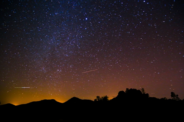 Pinnacles_Night_Sky_-_Flickr_-_Joe_Parks